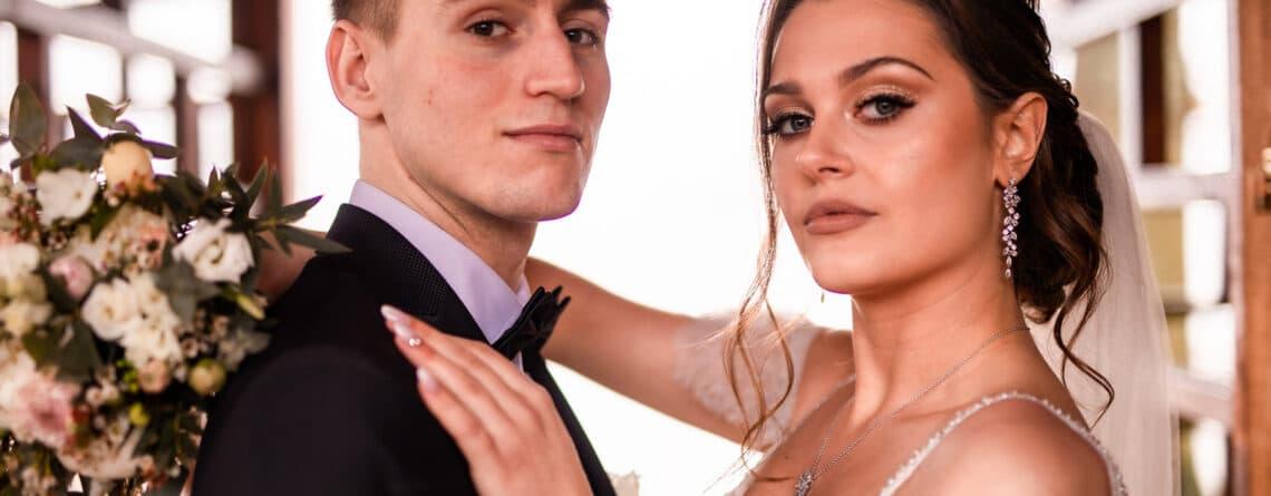 srebrne kolczyki ślubne Cami modelka